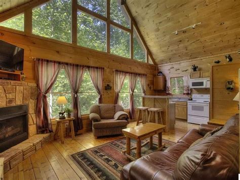 **PRIVATE** Wood Cabin ⭐Couples Retreat⭐ 10mi to Pigeon