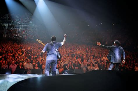 Ronald LaPread of Commodores joins Lionel on stage in Auckland