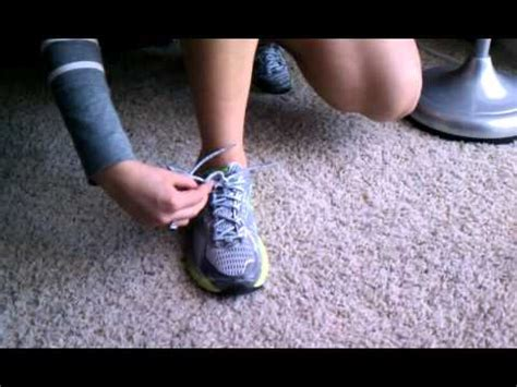 Hannah's One-Handed Shoe Tying Technique - YouTube